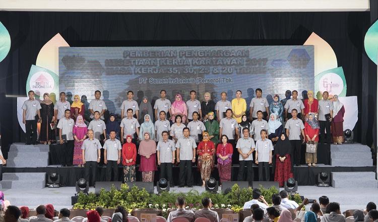 Peringati HUT ke-60 Pabrik Gresik, Semen Indonesia Berikan Penghargaan Kesetiaan 348 Karyawan