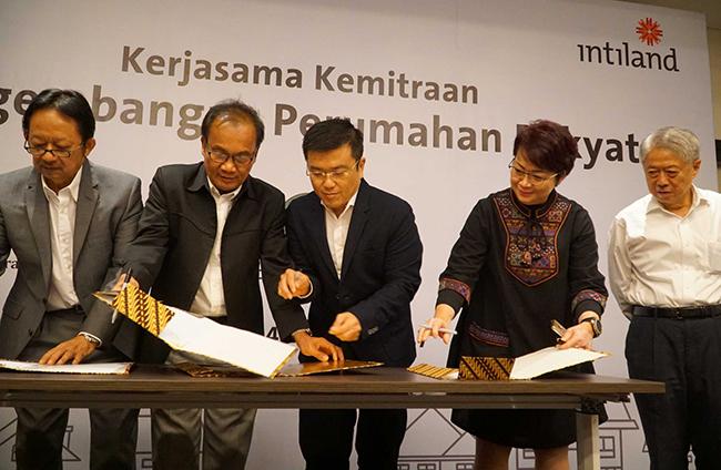 Penandatanganan kemitraan Pengembang Bangun Perumahan Rakyat di Jakarta, Selasa (24/10/2017). Kerjasama ini merupakan wujud komitmen bersama untuk mendukung Program Sejuta Rumah pemerintah dalam upaya memenuhi backlog perumahan Nasional.