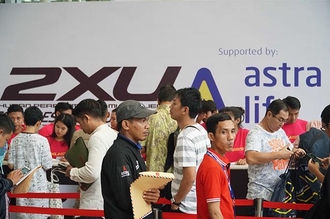 "Pendaftaran 2XU Compression Run Indonesia di Gandaria City di Jakarta, Jumat (17/11/2017). Astra Life, selama tiga tahun berturut-turut hadir untuk menjadi ""teman lari"" para peserta yng siap melindungi dan memberikan perlindungan ketenangan pikiran saat mengikuti lomba."