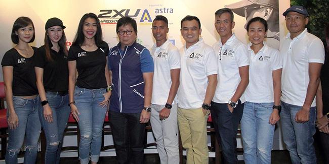 Photo 2 - Team 2XU Indonesia Triathlon berfoto bersama Auddie Wiranata Presdir Astra Life-a