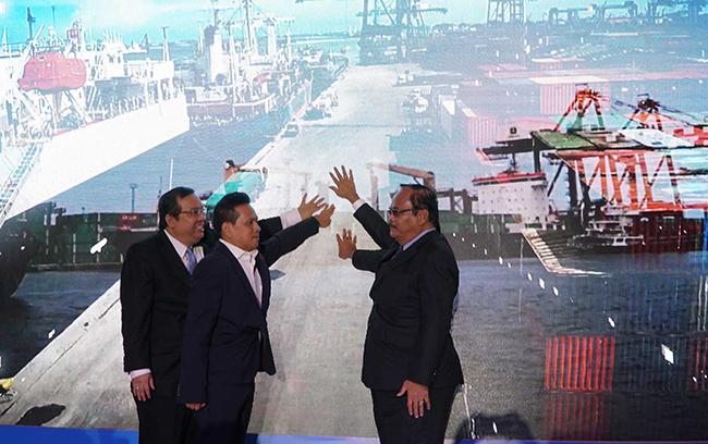 Penekanan layar sentuh menandai puluncuran anak perusahaan baru yang bergerak khusus di bidang investasi bernama PT Pelabuhan Indonesia (PII) di Jakarta, Senin (11/12). Komposisi kepemilikan modal dari PT Pelabuhan Indonesia Investama (PII) adalah 99% milik IPC dan 1% milik PT Multi Terminal Indonesia yang juga merupakan salah satu anak perusahaan IPC.Anak perusahaan ke 17 dari IPC ini memiliki visi menjadi perusahaan investasi yang terkemuka di sektor kepelabuhanan dan pendukungnya yang bertujuan untuk menciptakan nilai yang maksimal bagi stakeholders melalui standar pengelolaan yang berkelas dunia. Hingga 2022 PII diproyeksikan mencapai asset sebesar Rp 11,7 T dengan Return on Equity (ROE) sebesar 16%.