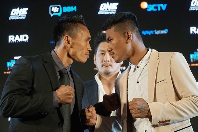 """The Terminator"""" Sunoto (kiri) yang akan menantang Rin saroth dari Cambodia. ONE Championship adalah properti media olahraga terbesar dalam sejarah Asia.berkantor pusat di Singapura ,organisasi seni bela diri campuran yang paling menarik di dunia ini menjadi tuan rumah acara olahraga hiburan terbesar di seluruh Asia dengan menampilkan para atlet beladiri campuran terbaik di Asia dan para juara dunia."""